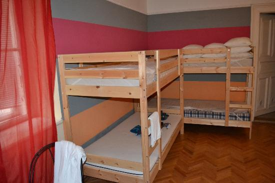 Happy Hostel-Happyflat: Other half of the bunk beds in the bedroom