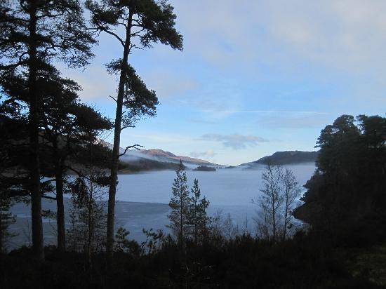 Tomich Hotel: Magnificent Loch close by