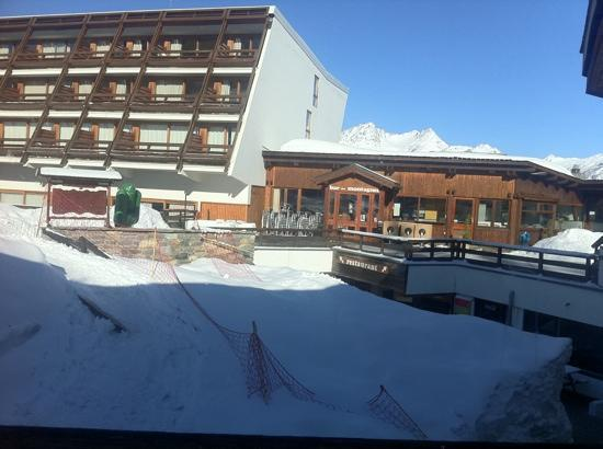 La Cachette Hotel: view of the hotel and bar from the dining room