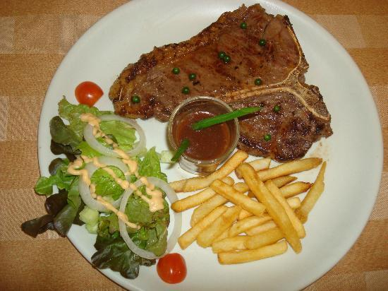 Uncle Rang Restaurant: Australian meat steak !! yam yam