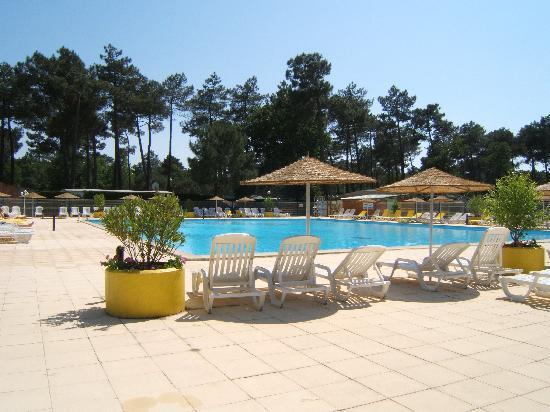 La fontaine du camping photo de camping l 39 estanquet la for Club piscine lafontaine