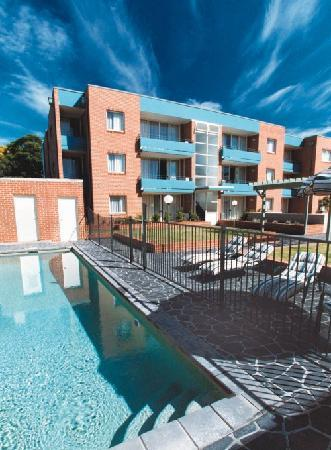 APX Apartments Parramatta: Pool