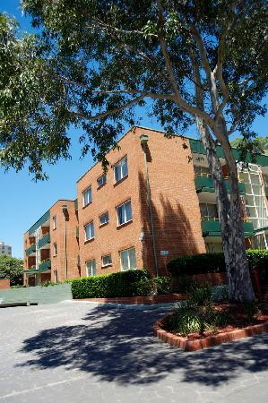 APX Apartments Parramatta: Main courtyard