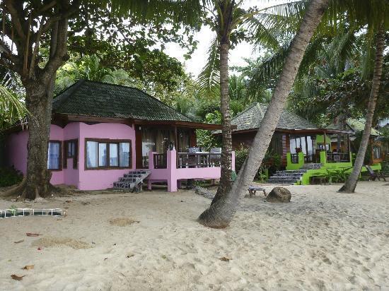 """ساند سي ريزورت آند سبا: Looking towards one of the """"royal"""" villas from the beach."""