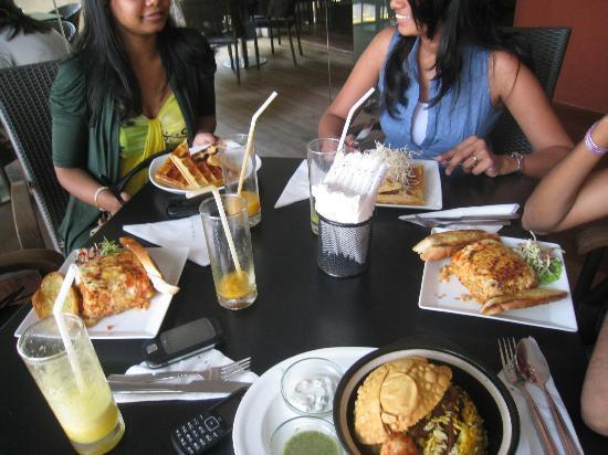 Bars Cafe: waffles, lasagna, biriyani