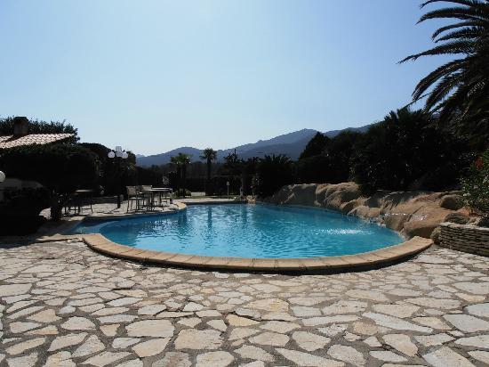 Auberge du Roua : pool view