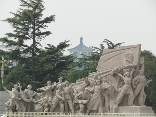 ‪Monument of the People's Heroes‬