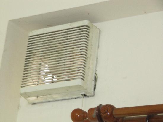 Red Sun Hotel: Verschimmelter Ventilator im Schlafraum