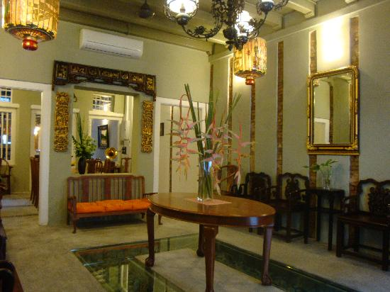 Courtyard @ Heeren Boutique Hotel: Cafe @ Courtyard: Ornately Decorated Foyer
