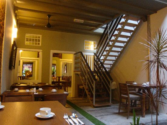 Courtyard @ Heeren Boutique Hotel: Cafe @ Courtyard: Bright & Airy Breakfast Room