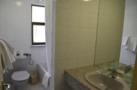 Holy Land Hotel: Bathroom