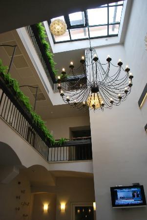 Hotel Residence Agnes: Hall d'entrée et corridor vu depuis la salle à Manger