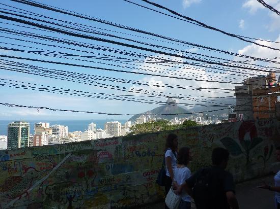 Isabell Erdmann - Favela Cantagalo Tour: view Ipanema