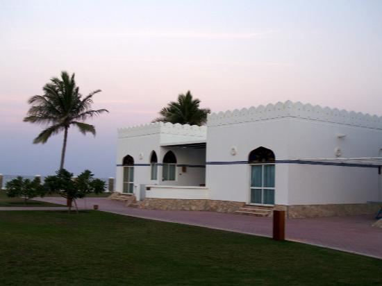 Beach Bay Hotel Muscat: Nearby beach area