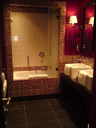 Hotel Des Indes, a Luxury Collection Hotel: salle de bains