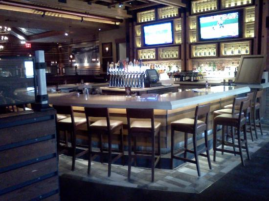 Wood Ranch BBQ & Grill: Bar at the Wood Ranch (Irvine)