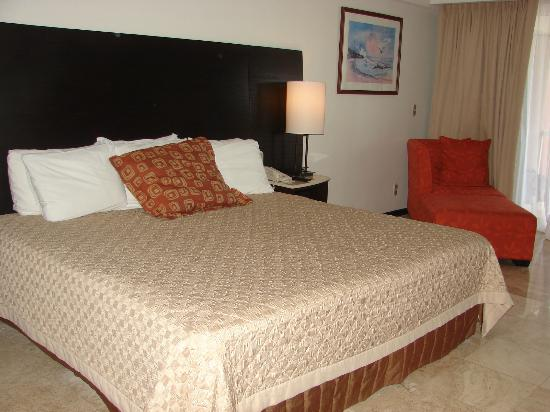 Azul Ixtapa Beach Resort & Convention Center: Parent's room of Junior Suite