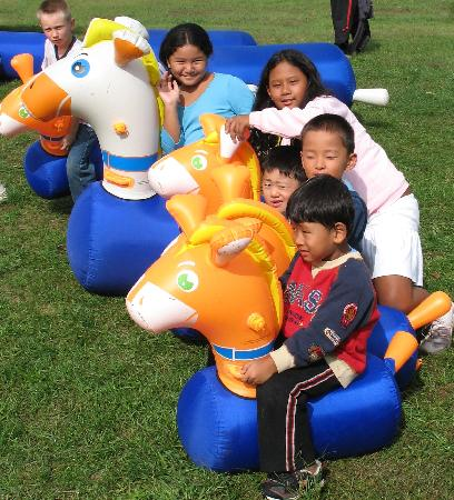 Brookside Campground: Hoppy Horse Racing
