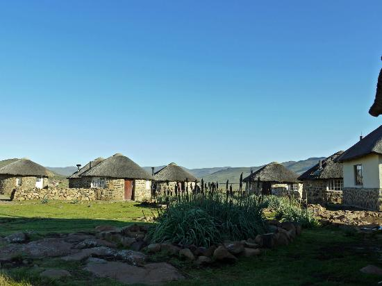 Sani Mountain Lodge: The rondavels