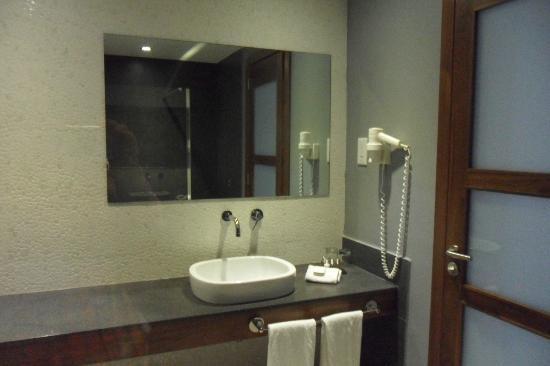 The George, Urban Boutique Hotel: Bathroom