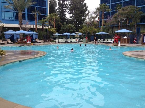 Disneyland Hotel: the larger pool