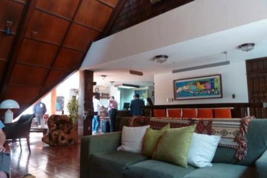 Manquehue Santiago Las Condes: Sector de recepción y lobby
