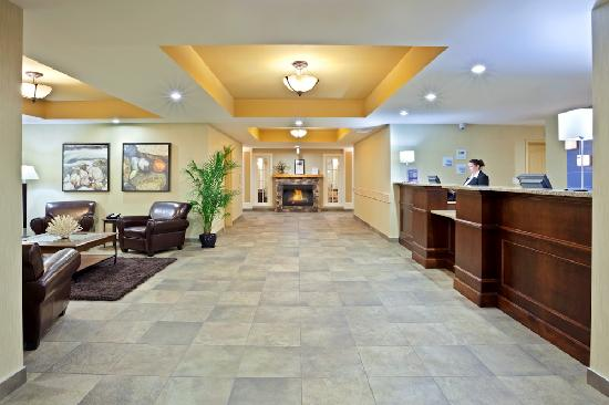 Holiday Inn Express Hotel & Suites Courtenay Comox Valley SW: Main Entrance Area