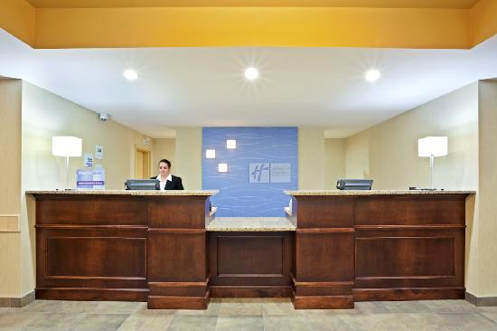 Holiday Inn Express Hotel & Suites Courtenay Comox Valley SW: Our Friendly Guest Service Agents look forward to greeting you!