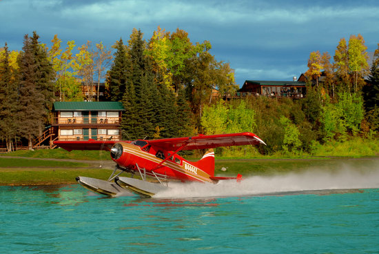 Great Alaska Adventure Lodge: Guests departing the lodge by floatplane