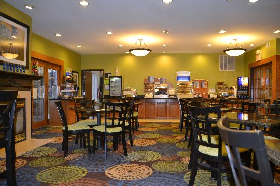 Holiday Inn Express & Suites: Breakfast Room/Library