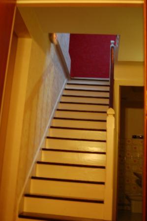 Hotel l'Oree du Bois: no tiene ascensor, vamos por la primera planta hacia la segunda