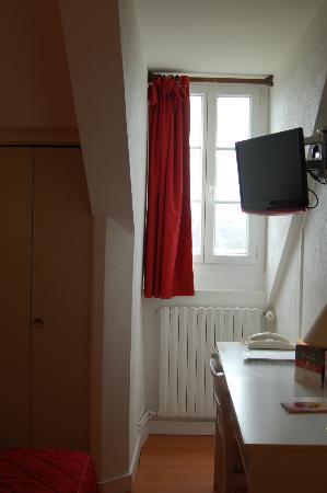 Hotel l'Oree du Bois: un poco pequeña la habitacion para sacarle fotos