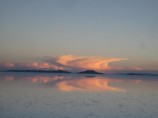Salar de Uyuni: Sunset in the salt lake