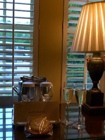Old Edwards Inn and Spa: Champagne welcome