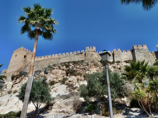 Conjunto Monumental de La Alcazaba: Torre de los Espejos (Am Eingang der maurischen Burg)