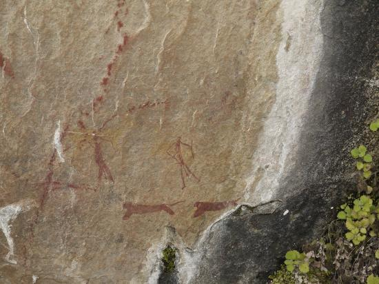‪ذا كافيرن: San cave art on a hike‬