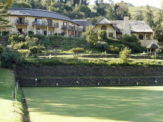 Cavern Drakensberg Resort & Spa: The Cavern from the bowling green