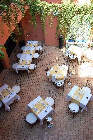 Les Borjs de la Kasbah restaurant: The restaurant courtyard at Les Borjs