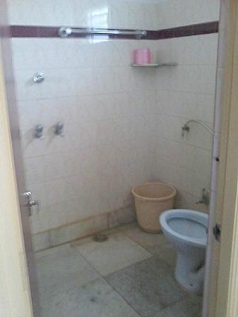 Mannars Yatrinivas: MTR Yatri Nivas Lodge bathroom