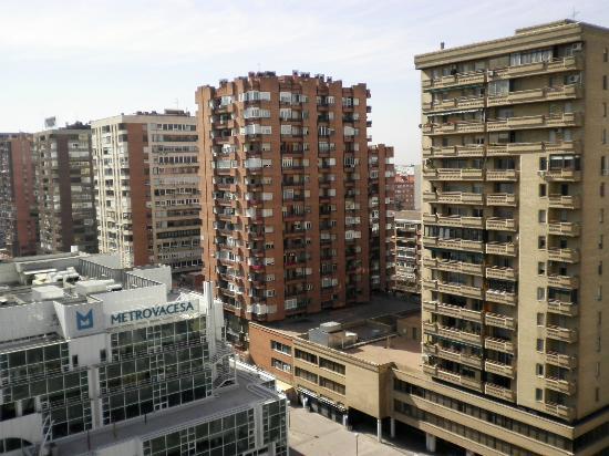 Holiday Inn Madrid: たくさんの普通のアパート