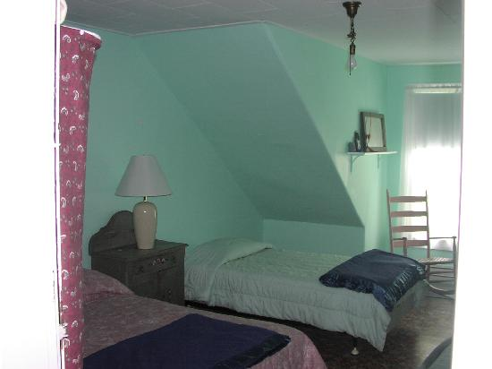 The 8th Maine: Twin Bed Triple - Room 1