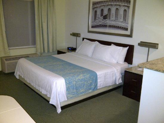 SpringHill Suites Herndon Reston: Bed