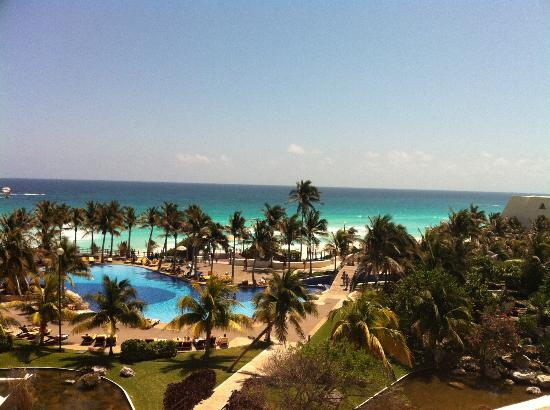 Grand Oasis Cancun: after we complained we got a pyramid room with ocean view. amazing