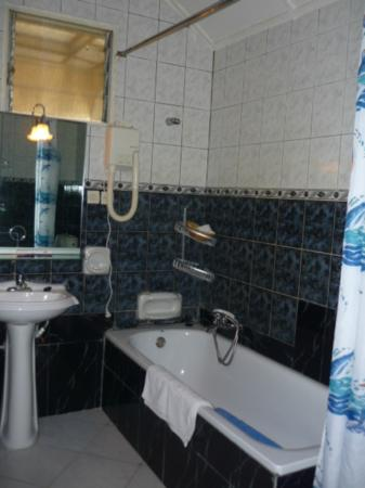 Hotel Ihusi: Bathroom