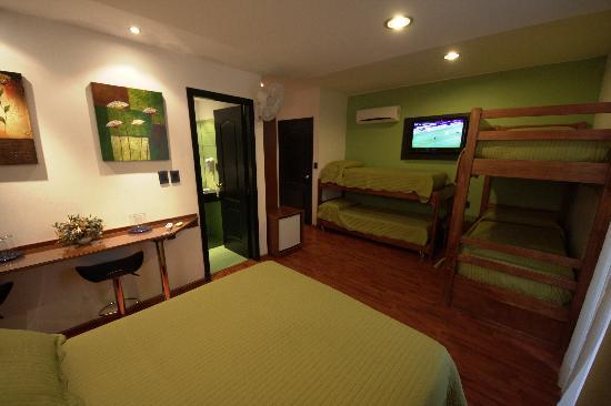 Sur Hotel: Habitación Séxtuple