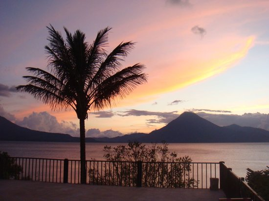 Jardines del Lago: Sunset on the lake