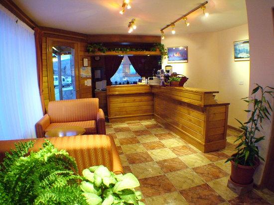 Linda Vista Apart Hotel: Front Desk