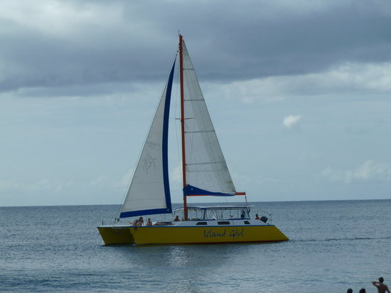 Island Girl Catamaran: A tranquil evening out for a sail