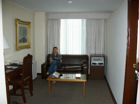 Best Western CPlaza Hotel: sitting area in suite