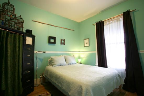 Tierra Soul Urban Farm Guesthouse: Bluebird Room